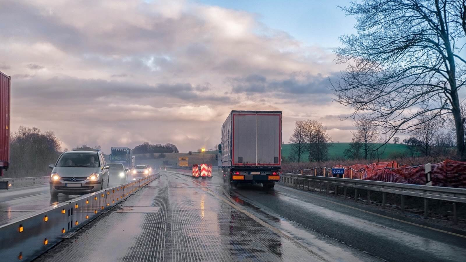 truck driver safety tips - driving in heavy rain
